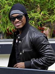 Ne-Yo grinned in a pair of black rectangular sunglasses.