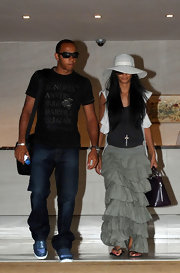 Nicole wears a white brimmed sunhat.