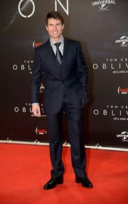 Tom Cruise chose a three-piece suit and matching tie for his red carpet look at the premiere of 'Oblivion' in Vienna.
