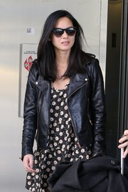 Olivia Munn accessorized with a pair of classic wayfarers as she made her way through LAX.