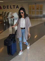 For her luggage, Olivia Munn chose a stylish blue rollerboard.
