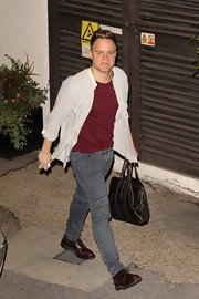 Olly Murs teamed up his cardigan and tee with a pair of gray fitted jeans.