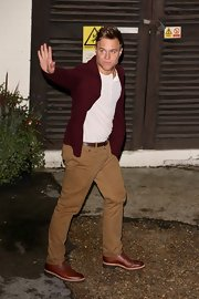 Olly Murs was spotted leaving Fountain Studios wearing a red blazer and khaki pants.
