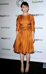 Ginnifer Goodwin topped off her print dress with platform peep-toe pumps.