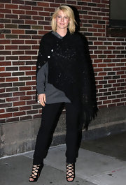 Jenna Elfman wore a crocheted poncho before appearing on the 'Late Show With David Letterman.