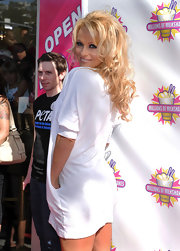 Pam sported her signature blonde curls with long piecey bangs.