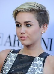 Miley toned down her normally spiky chop by parting it to the side for a soft and pretty 'do.