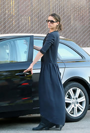 Amanda Peet wore a drop-waist maxi-dress while picking her daughter up from school.