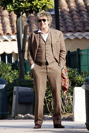 Rod rocked his signature highlighted spikes with a classic brown 3-piece suit.