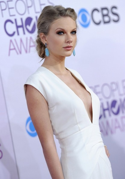 More Pics of Taylor Swift Dangling Gemstone Earrings (1 of 17) - Taylor Swift Lookbook - StyleBistro