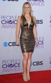 Alison Sweeney wore an armor of bronze beads at the People's Choice Awards in this deep-V cocktail dress.