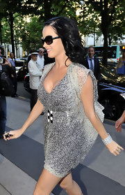 Katy accessorized her look with a chunky white stone cuff bracelet.