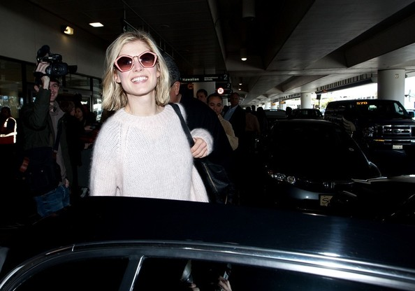 More Pics of Rosamund Pike Oversized Sunglasses (1 of 13) - Rosamund Pike Lookbook - StyleBistro