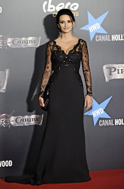 Penelope looked classically elegant in Spain wearing a black lace Armani Prive evening gown.
