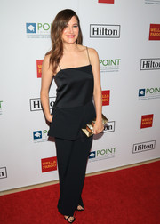 Kathryn Hahn punctuated her dark outfit with a geometric-patterned box clutch.