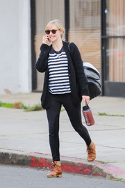 Black leggings sealed off Amanda Seyfried's comfy ensemble.