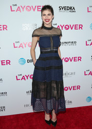 Alexandra Daddario styled her dress with classic black satin pumps.