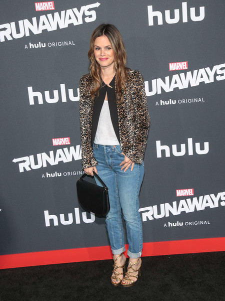 For her arm candy, Rachel Bilson chose a simple black leather purse.