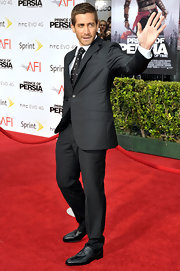 Jake waved to his fans as he showed off his dapper suit. He paired his look with a dotted tie.