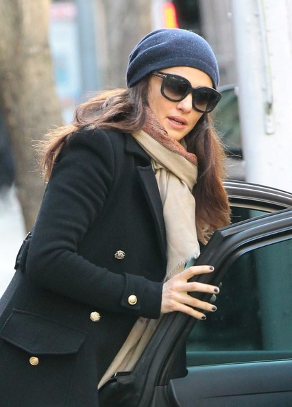 More Pics of Rachel Weisz Knit Beanie (1 of 9) - Rachel Weisz Lookbook - StyleBistro