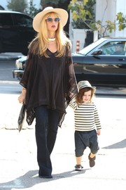 Rachel Zoe took her boho style to the Farmer's Market with this flowy black tunic.