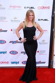 Nikki Leigh's form-fitting gown showed off her curves on the red carpet.