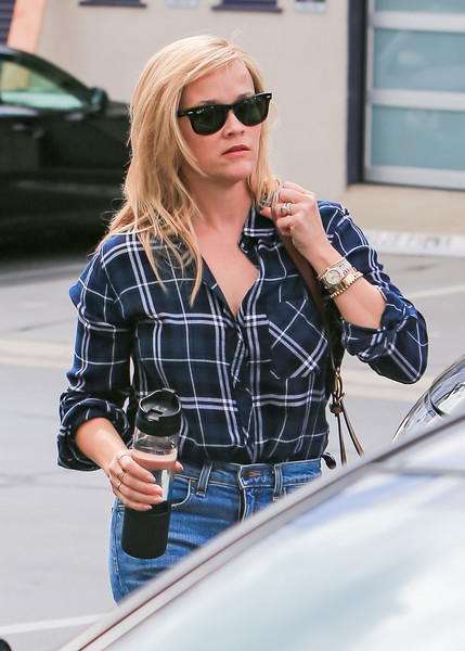 More Pics of Reese Witherspoon Leather Messenger Bag (2 of 13) - Reese Witherspoon Lookbook - StyleBistro