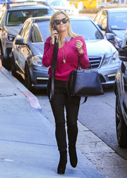 Reese Witherspoon styled her casual look with a black Fendi Peekaboo bag.