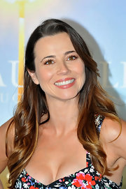 Linda Cardellini wore her long, shiny hair in loose waves at the 'Return' photocall. A large-barreled curing iron and few spritzes of a product like Fekkai Sheer Hold Hairspray are all it takes to recreate Linda's playful look.