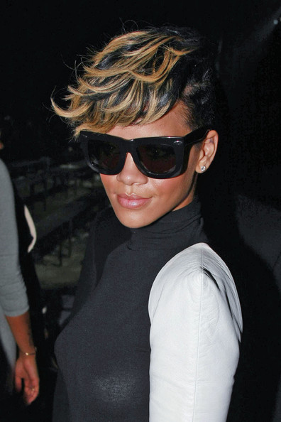 More Pics of Rihanna Oversized Sunglasses (1 of 1) - Rihanna Lookbook - StyleBistro