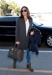 Melissa accessorized her off-duty airport look with a timeless Hermès leather bag.