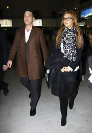 What's not to love about Ayda Field's oversized black and white scarf? It looks so cozy chic!