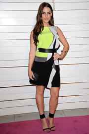 Jessica Lowndes lent her graphic dress an exotic vibe with a gray animal print clutch.