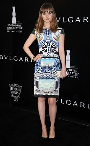 Bella posed confidently in her dream-like print dress at the Rodeo Drive Walk of Style.