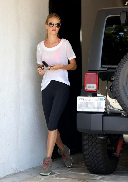 More Pics of Rosie Huntington-Whiteley Leggings (4 of 20) - Rosie Huntington-Whiteley Lookbook - StyleBistro
