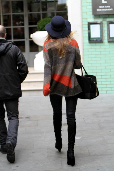 More Pics of Rosie Huntington-Whiteley Wide Brimmed Hat (1 of 6) - Rosie Huntington-Whiteley Lookbook - StyleBistro