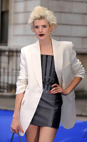 Agyness paired her cream blazer with a voluminous blonde bob.