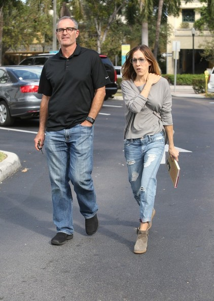 More Pics of Sarah Jessica Parker Ripped Jeans (1 of 26) - Ripped Jeans Lookbook - StyleBistro