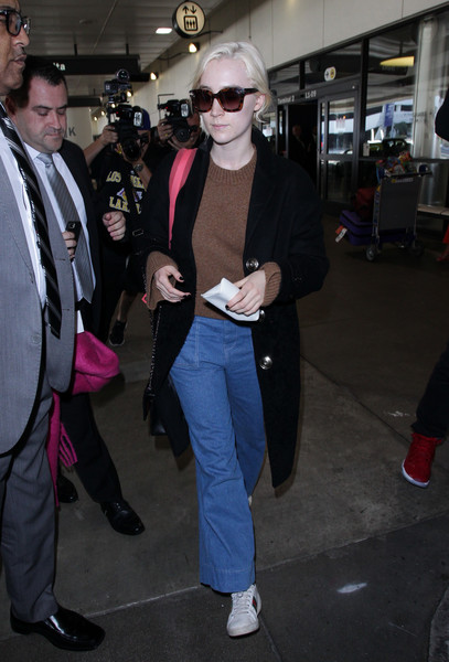 More Pics of Saoirse Ronan Flare Jeans (1 of 6) - Saoirse Ronan Lookbook - StyleBistro []