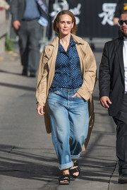 Sarah Paulson topped off her casual ensemble with a khaki trenchcoat.