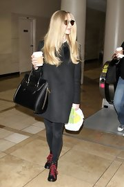 Amanda Seyfried toted her airport essentials in a structured black leather bag.