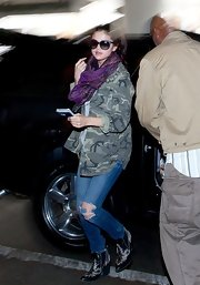 Selena chose this camo-print utility jacket for her casual but cool travel look.