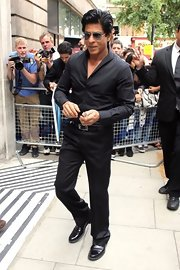 Shahrukh Khan achieved instant elegance with this all-black ensemble, consisting of a button-down shirt, slacks, and leather shoes, during a visit to BBC Radio 2.