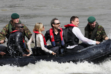 Sienna Miller Channing Tatum Sienna Miller and Channing Tatum Take a Boat to a 'G.I. Joe: The Rise of Cobra' Photocall