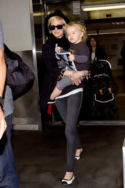 Actress and singer Ashlee Simpson wore a pair of Twiggy leggings in Slate while traveling through LAX airport.
