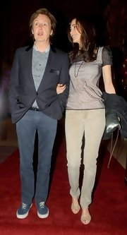 Nancy Shevell's legs looked oh-so-slim in a pair of beige skinny jeans during Sir Peter Blake's 80th birthday party.