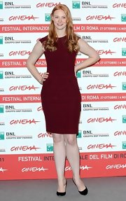 Deborah Ann Woll paired her burgundy frock with black pumps.
