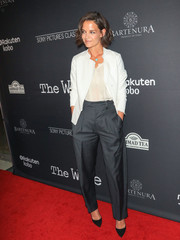 Katie Holmes completed her menswear-chic look with a pair of charcoal trousers.