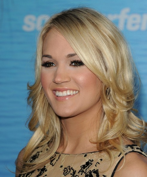 More Pics of Carrie Underwood Metallic Eyeshadow (1 of 11) - Carrie Underwood Lookbook - StyleBistro