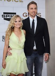 Dax Shepard paired a black denim blazer with washed-out jeans at the Guys Choice Awards.